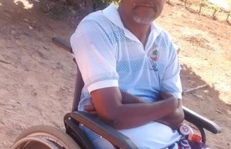 Frei sein; dank Rollstuhl